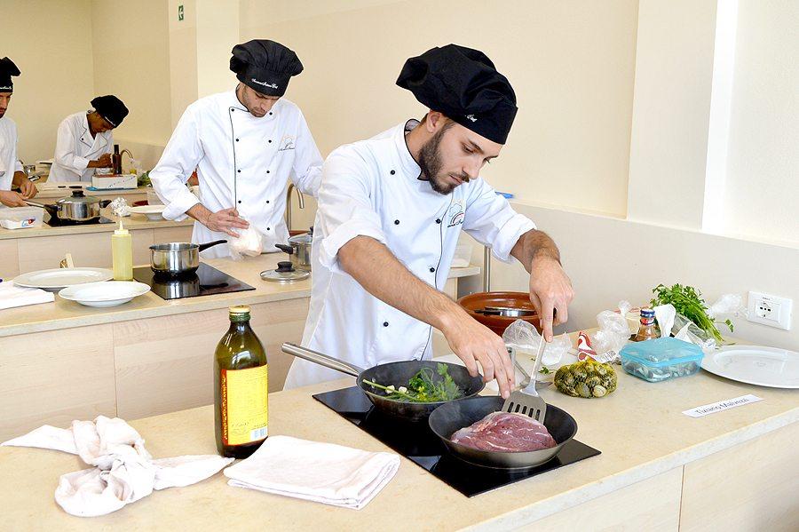 Scuola di cucina news esami e diplomi pasticceri e cuochi - Scuola cucina bologna ...
