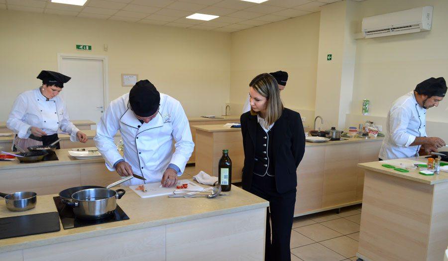 Scuola di cucina sette cuochi e cinque pasticceri sono i - Scuola cucina bologna ...